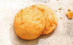 Πανεύκολα µπισκοτοτυροπιτάκια   in.gr Biscuit Bar, Cheese Pies, Cornbread, Biscuits, Sweets, Cookies, Ethnic Recipes, Food, Millet Bread