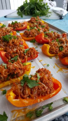 Low Carb Bell Pepper Nachos are a Fun Clean Eating Snack Idea! Low Carb Bell Pepper Nachos are a Fun Clean Eating Snack Idea! Clean Eating Recipes, Clean Eating Snacks, Healthy Snacks, Healthy Eating, Healthy Recipes, Healthy Dinners, Nachos, Clean Eating Kids, Eating Light