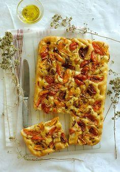 "Tipo de coca/pizza griega: ""Ladenia""-with Heirloom Tomatoes"
