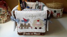 The workshop Maricu: wicker basket-sewing. Applique Patterns, Applique Quilts, Sewing Crafts, Sewing Projects, Embroidery Tools, Fabric Boxes, Purse Tutorial, Vide Poche, Sewing Baskets
