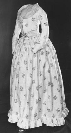 Gown, white linen printed with floral sprigs, made in England, ca. 1785-1795 V&A