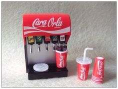 Too Pretty // Miniature Dollhouse Food Shop Series Cook Coke Machine Miniature Crafts, Miniature Food, Miniature Dolls, Doll Crafts, Diy Doll, Cute Crafts, Fimo Kawaii, Coke Machine, Mini Craft