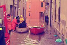 Maltempo al nord: per muoversi in paese... si usa la barca! http://tuttacronaca.wordpress.com/2014/02/04/maltempo-al-nord-per-muoversi-in-paese-si-usa-la-barca/