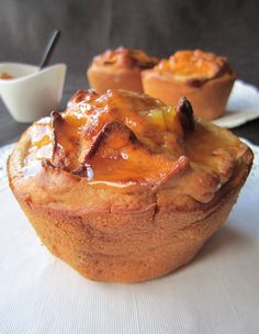 Qué frío hace en la calle! Por eso hoy voy a encender el horno para preparar unos muffins de manzana y así de paso, mientras disfruto del olor, caliento mi cocina. Si os resulta más fácil podéis us...