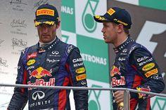 Vettel: Tu colega perdoname Weber:No porque tu no me respetas y esta carrera la tendria que haber ganado yo Seb de acuerdo Seb.