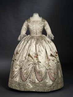"""Grand Habite"" believed to have belonged to Marie Antoinette, 1780s,  The Royal Ontario Museum - certainly a gown fit for a queen"