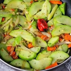 Sauteed Chocho (Chayote) and Carrots Plant Based Diet Meals, Plant Based Recipes, Vegetarian Crockpot Recipes, Vegan Recipes, Vegan Pumpkin Soup, Jamaican Recipes, Vegan Life, Popular Recipes, Vegan Gluten Free