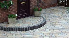 Marshalls-Fairstone-Einfahrt in Walkden Manchester - Landscape Juice Network - Front Garden Ideas Driveway, Front Garden Entrance, Driveway Design, Driveway Landscaping, Outdoor Landscaping, Block Paving Driveway, Resin Driveway, Stone Driveway, Front Door Steps