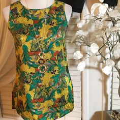 Tahari Vintage top Gorgeous top in perfect condition, made of 100% silk Tahari Tops Blouses