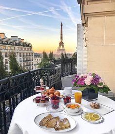 Идеальный завтрак в Париже Breakfast In Paris, Romantic Breakfast, Breakfast In Bed, Breakfast Ideas, Luxury Hotels, Hotels And Resorts, Luxury Travel, Instagram Travel, Disney Instagram
