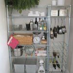 Great small kitchen organization. Def like tge plant at the top and could put the kureg and microwave on here.