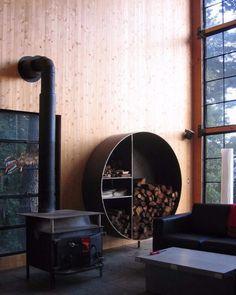 déco-style-chalet-moderne-poele-rangement-bois-chauffage-métallique-rond