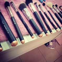 MAC Makeup Brushes Have a set of these on the top of my shopping list for next NYC trip :)
