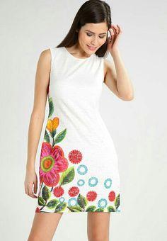 Vestidos blancos con bordados