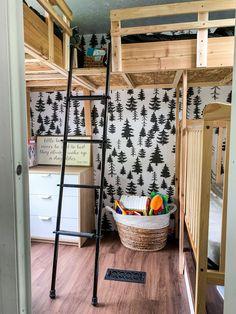 8 Brilliant RV Renovation Ideas You Have to See to Believe Diy Camper, Camper Ideas, Caravan Ideas, Camper Hacks, Dining Room Light Fixtures, Camper Renovation, Rv Interior Remodel, Camper Makeover, Tiny Spaces
