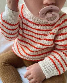Knitting For Kids, Baby Knitting, Little Girl Fashion, Kids Fashion, Baby Patterns, Knitting Patterns, Baby Barn, Baby Pullover, Drops Design
