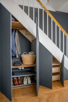 35 Awesome Storage Design Ideas Under Stairs Closet Under Stairs, Space Under Stairs, Under Stairs Cupboard, Storage Under Stairs, Under Stairs Nook, Staircase Storage, Staircase Design, Staircase Ideas, Modern Staircase