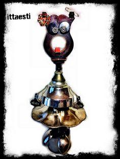 Rosie Robot - scultura assemblata meccanicamente con oggetti riciclati di uso comune metallici e non Robot Sculpture