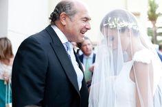 Novia Roberto Diz Couches, Let's Get Married, Photos, Wedding Dresses, Fashion, Weddings, Grooms, Bride Dresses, Moda