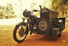 An ingenious college kid has made a BBQ-pit sidecar for his Royal Enfield Bullet and now he's raking in the moolah! Royal Enfield Classic 350cc, Beer Maker, Catering Trailer, Bike Food, Ural Motorcycle, Mobile Food Trucks, Small Motorcycles, Food Vans, Royal Enfield Bullet