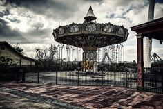 Abandoned amusement parks like Nara Dreamland and Six Flags New Orleans are among the world& creepiest derelict places, rusting away, eerily devoid of life Six Flags New Orleans, Abandoned Theme Parks, Abandoned Amusement Parks, Derelict Places, Abandoned Places, Abandoned Mansions, Abandoned Buildings, Haunted Carnival, Desert Places