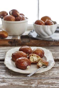 Crème brûlée-doughnuts, Die geure van crème brûlée word in die vulsel van die doughnut gebruik – heerlik.
