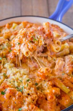 Olive Garden Five Cheese Ziti al Forno copycat recipe made with marinara, alfredo, mozzarella, fontina, romano and parmesan cheese baked together with a crispy panko topping. | #olivegarden #copycat #zitialforno #vegetarian #bakedziti #pasta #pastarecipes #cheesypasta #alfredosauce #fivecheesepasta #dinnerthendessert