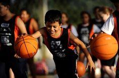 Projeto A Bola da Vez ensina basquete para mais de 1000 crianças jaraguaenses +http://brml.co/1DbR4hx