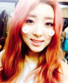 Sohyun 4minute Cutie Selca. You are like a flower.