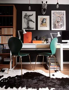 24 Best IKEA Desk Hacks To Need To Try :: a shared study space with a hacked Micke desk with two sleek drawers Ikea Bissa, Ikea Molger, Ikea Micke, Micke Desk, Ikea Home-office, Best Office, Kids Office, Office Ideas, Basement Office