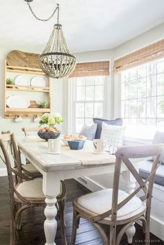 58 Ideas breakfast nook table and chairs built ins Corner Bench Kitchen Table, Farmhouse Kitchen Tables, Kitchen Benches, Kitchen Nook, Eat In Kitchen Table, Kitchen Shelves, Kitchen Layout, Style At Home, Breakfast Nook Table