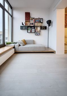 leseecke-gestaltung-wandregale-alte-koffer The Effective Pictures We Offer You About home design gre Family Apartment, Apartment Design, Studio Apartment, Home Furniture, Furniture Design, Diy Sofa, Deco Design, Corner Designs, Home And Living