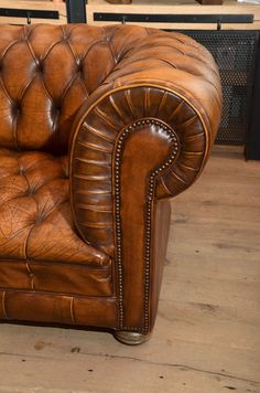 1970s French Leather Chesterfield Sofa 3