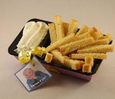 fun, cake and whipped cream as fries and mayonaise Kitchen Magic, Good Food, Yummy Food, Diy Cake, Food Presentation, Diy Food, Food Inspiration, Kids Meals, Food And Drink
