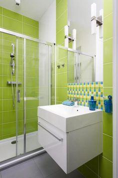 salle de bain noir et bois avec carrelage sol en noir, carrelage ...