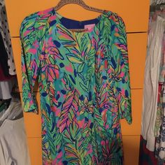 Lilly Pulitzer Carol Shift in Hot Spot NWOT size 4 Beautiful carol shift in size 4! New without tags, absolutely perfect condition. The print is so fun and vibrant!! I am open to offers and trades! Lilly Pulitzer Dresses Long Sleeve