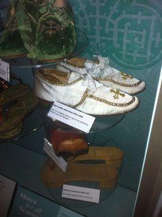 1875-1900 mans white velvet shoe