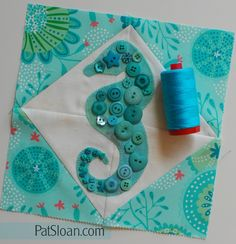 What happens when a seahorse meets beautiful buttons, a free pattern of course! Quilt Block Patterns, Applique Patterns, Applique Quilts, Pattern Blocks, Quilt Blocks, Cross Stitch Patterns, Easy Quilts, Mini Quilts, Horse Quilt