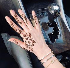 Henna Tattoo Designs Simple, Henna Designs Feet, Finger Henna Designs, Eid Mehndi Designs, Modern Mehndi Designs, Mehndi Designs For Girls, Mehndi Design Photos, Mehndi Designs For Fingers, Henna Tattoo Hand