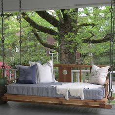 All things home: Building Pallet Daybed-DIY Daybed Plans Hanging Porch Bed, Outdoor Porch Bed, Diy Porch, Outdoor Seating, Outdoor Decor, Outdoor Hanging Bed, Hanging Beds, Pallet Daybed, Diy Daybed