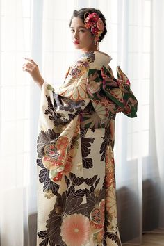 The Kimono Gallery Traditional Japanese Kimono, Traditional Fashion, Traditional Dresses, Kimono Fashion, Fashion Outfits, Mode Kimono, Kimono Japan, Japanese Costume, Wedding Kimono