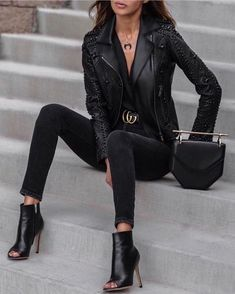 Leather jacket ideas // leather outfit inspiration  // leather boots // leather outfit ideas // leather black booties