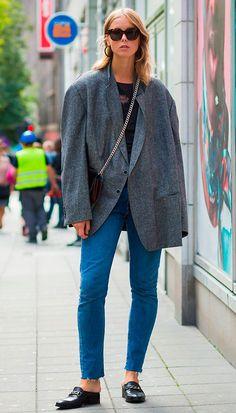 Street style look com maxi blazer.