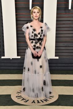Emma Roberts & Zoey Deutch Have a Night Out at Vanity Fair's Oscars 2016 Party!: Photo Emma Roberts shows up in style for the 2016 Vanity Fair Oscar Party held at the Wallis Annenberg Center for the Performing Arts on Sunday (February in Beverly… Celebrity Red Carpet, Celebrity Dresses, Celebrity Style, Celebrity Gossip, Taylor Swift, Diane Kruger, Lily Aldridge, Kate Bosworth, Kate Hudson