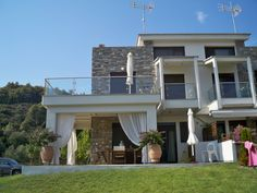 Property in Chalkidi, just 50m away from a private beach, in privileged location on to the 2nd peninsula of Chalkidiki, and in convenient distance to the cosmopolitan village of Neos Marmaras, for sale an amazing 3-bedroomed residence of 100m² coming fully furnished as seen...
