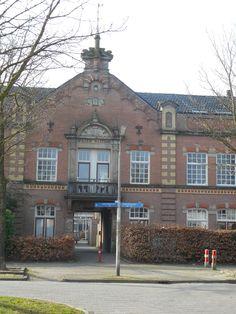 1 van de hoofdgebouwen van voormalige kazerne Juliana van Stolberg