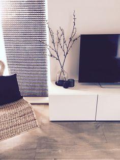 Besta tv-meubel, rotan stoel Ikea, decoratie kwantum Interior Design Living Room, Living Room Decor, Interior Decorating, Home Decor Inspiration, Decoration, Sweet Home, New Homes, House Design, House Styles