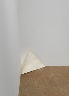 Richard Tuttle, Treasure, 1973-1976, wall paint on card with hot glue, 12.7 x 15.2 x 7.6 cm