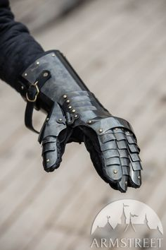"""Blackened Spring Steel Finger Gauntlets """"Dark Star"""" for sale. Available in: stainless, blackened spring steel, mirror polishing, satin polishing :: by medieval store ArmStreet Zbrush, Female Armor, Pauldron, Spring Steel, Dark Star, Medieval Armor, Brass Buckle, Leather Bag, Knight"""