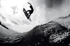 Surfing holidays is a surfing vlog with instructional surf videos, fails and big waves Kitesurfing, Summer Surf, Spring Summer, Summer Vibes, Photo Surf, Photo Pic, John John Florence, Surfing Pictures, Waves